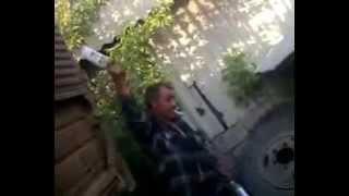 бывший генерал отметил день ВДВ и учит разбивать бутылку об голову