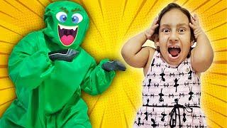 Maria Clara destrói o vírus malvado e SALVA o planeta (شفا خافت من الفيروسات !!!) - MC Divertida