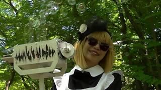 アイドルと杉山兄弟発明のパレード用スーパーバブルマシンです。