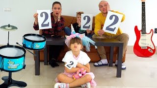 Ksysha, Mom, Dad & Nikita Pretend Play Talent shows Nursery Rhymes kids Song