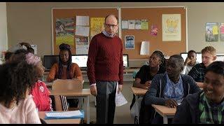 エリート教師がパリ郊外の問題だらけの学校で悪戦苦闘/映画『12か月の未来図』予告編