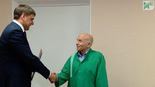 Врач-психотерапевт Сергей Прищепа 50 лет в медицине
