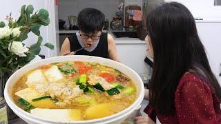 九九做鱼籽火锅,配上多种配菜,妞妞开心的都唱歌了【湘西九九美食】