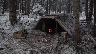 SURVIVAL EARTH LODGE CABIN, SUĎDEN SNOW STORM, FIRE OVEN INSIDE MADE A CHIMNEY OUT OF CLAY AND STONE