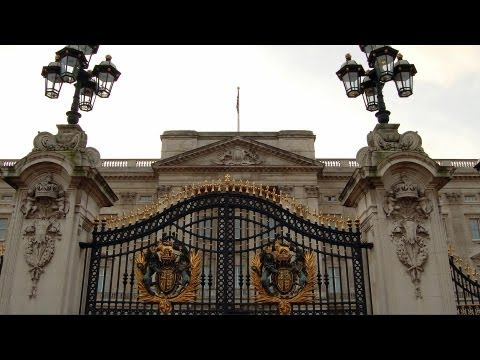 Visiting Buckingham Palace | London Travel