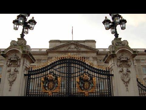 Visiting Buckingham Palace | London Travel