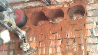 Алмазное бурение отверстий в кирпиче. http://www.slomlom.ru/almaznoe-burenie/(Алмазное бурение отверстий в кирпиче, толщина кирпичной стены 400 мм. Отверстия бурились под вентиляцию., 2015-05-09T00:20:38.000Z)