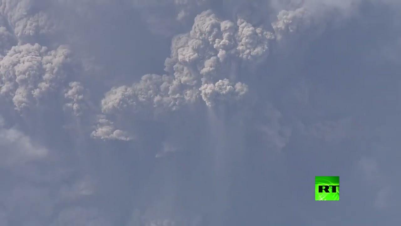 الرماد يغطي جزيرة سانت فينسنت في الكاريبي بعد ثوران بركاني  - نشر قبل 5 ساعة