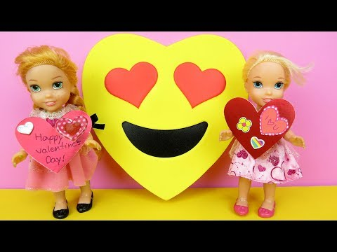 Valentine's day ! Elsa and Anna toddlers at school - Barbie is the teacher - cards - gifts