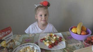 Собираем клубнику готовим супер вкусный фруктовый шашлык