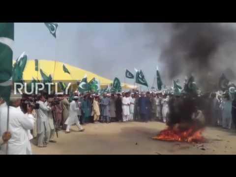 Pakistan: Protesters burn effigy of India's Modi to protest threats to Pakistan