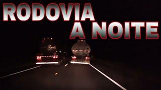 """Dirigir a noite em rodovias, """"uso de faróis e ultrapassagens"""""""