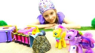 Игры для девочек: #Пони Дружба Это чудо — Искорка сломала ногу! Принцесса София лечит #игрушки