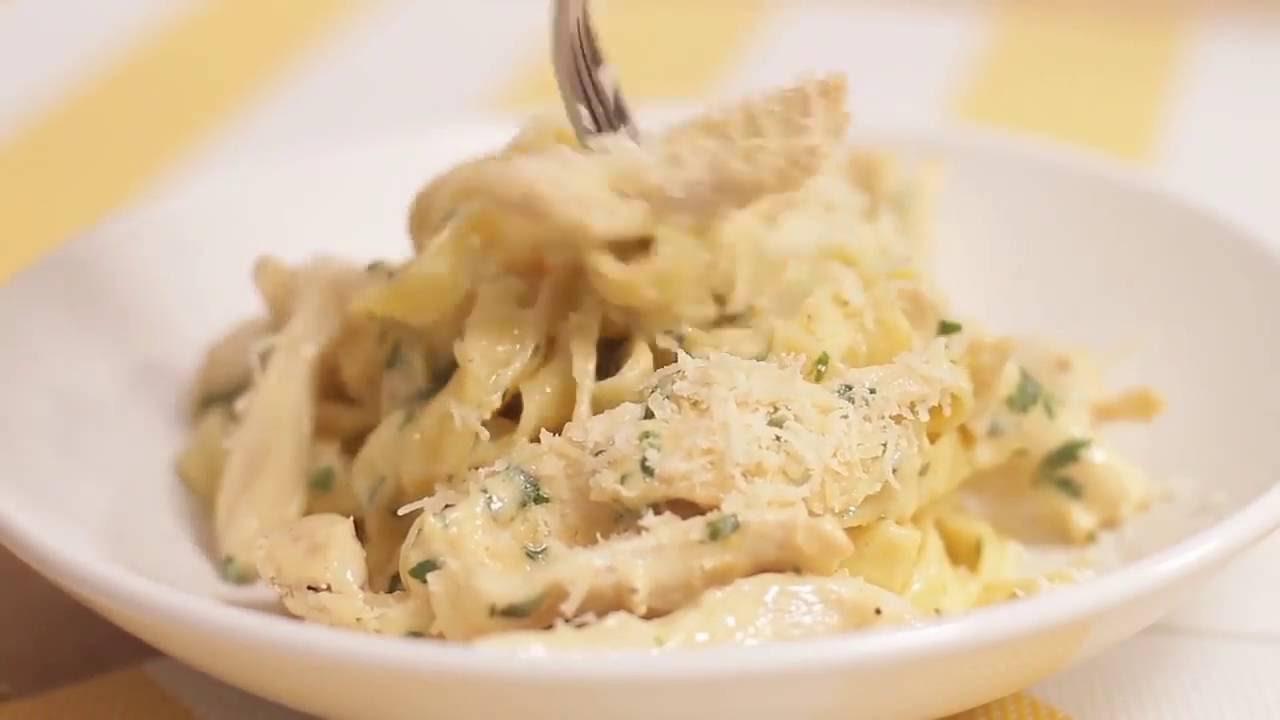 Рецепт пасты Чикен Альфредо с курицей в сливочно-сырном соусе