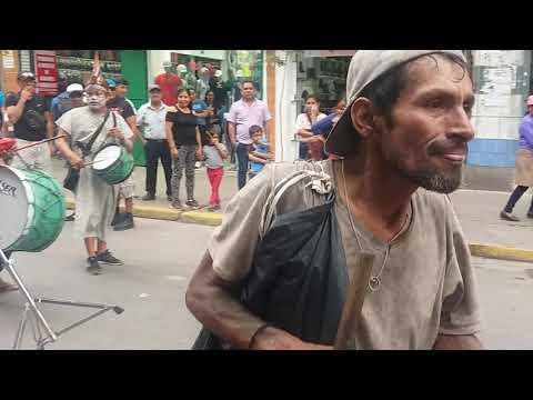 El loco bailarin se robo el show  en Gamarra