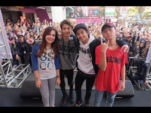 3Second Visit & Perform  di Store Malang Ari, Azka, Steffi & Bastian