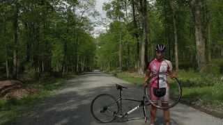 Road-side Flat Change oฑ a Tubeless Road Bike - Stan's NOTUBES & Amanda Carey
