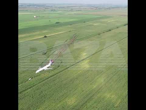 Видео: совершивший жесткую посадку в поле российский авиалайнер сняли с высоты