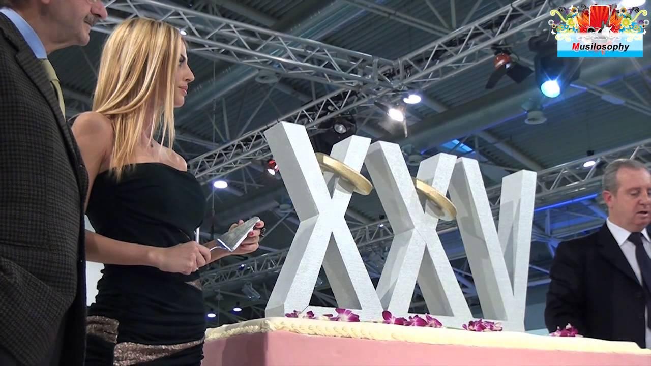 Micol Azzurro Matrimonio : Micol azzurro taglia torta fiera di roma sposa youtube
