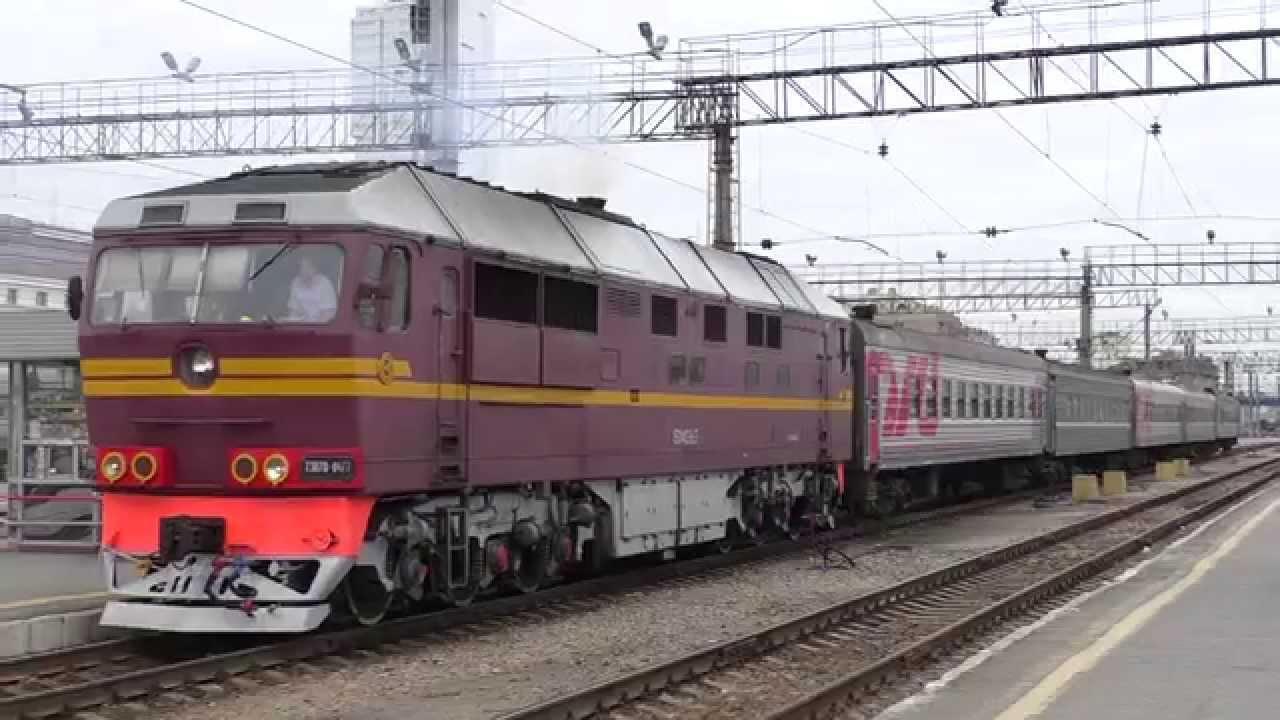 Отправление ТЭП70-0477 с пригородным поездом Екатеринбург ...