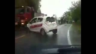 Overshoot a Curve / 2 Car And Truck Crash