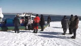 Спасатели показали, как эвакуировали рыбаков на Белоярском водохранилище