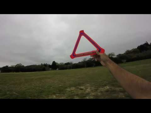 Aerobie Boomerang - Throwing Single and Dual Triangle Boomerangs with some Catches