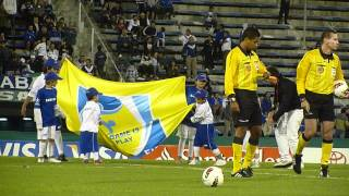 Velez / Dep Quito Nico sale con la bandera Fair Play 22/3/2012