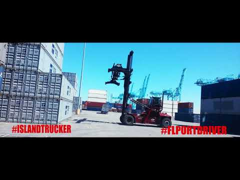 LOADING CONTAINER AT THE PORT // JACKSONVILLE FLORIDA //