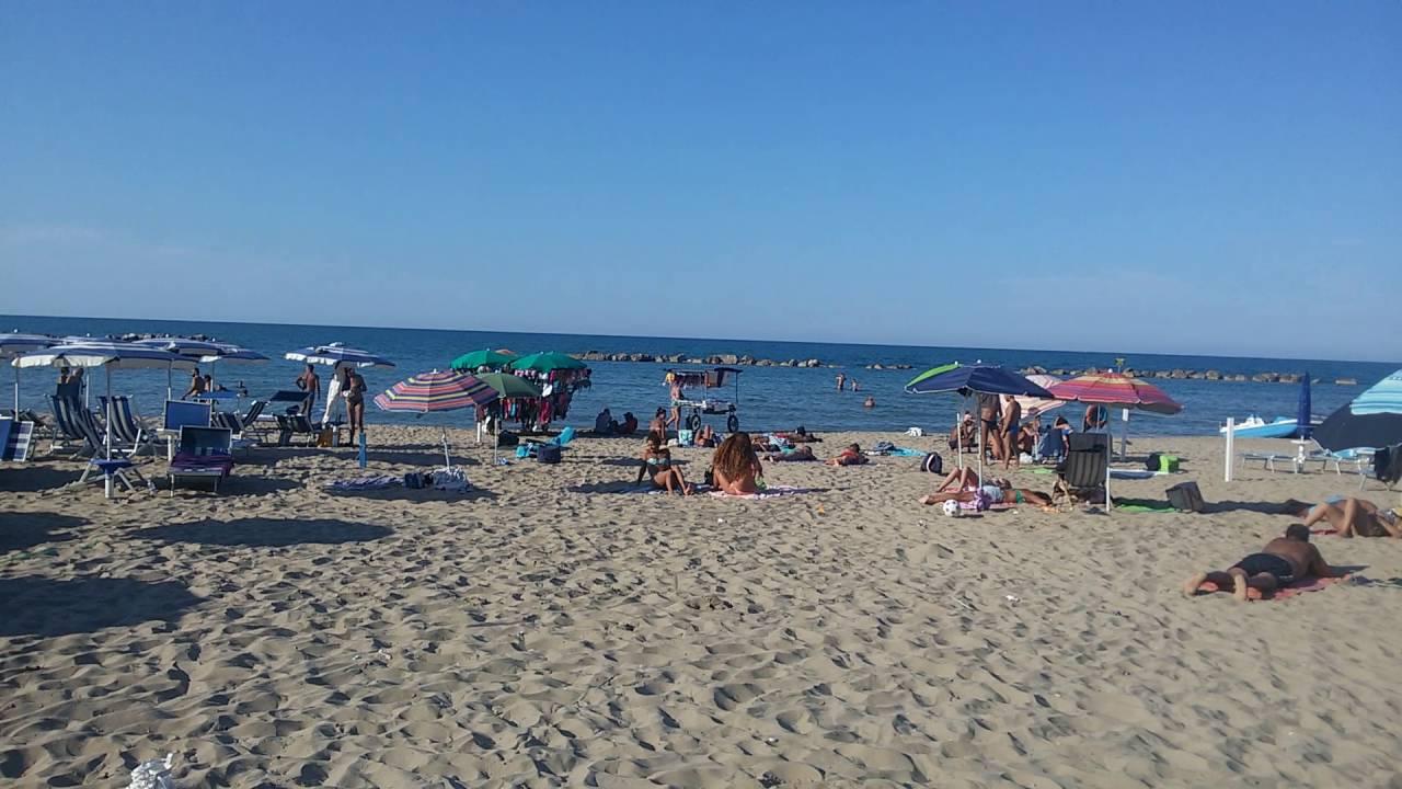 Matrimonio Spiaggia Termoli : Termoli il mare la spiaggia youtube