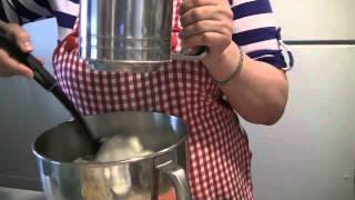 Бисквитный пирог с яблоками(Как приготовить бисквитный пирог с яблоками быстро и вкусно. Пошаговый видео рецепт. Другие сладости: Шоко..., 2012-04-30T20:42:27.000Z)