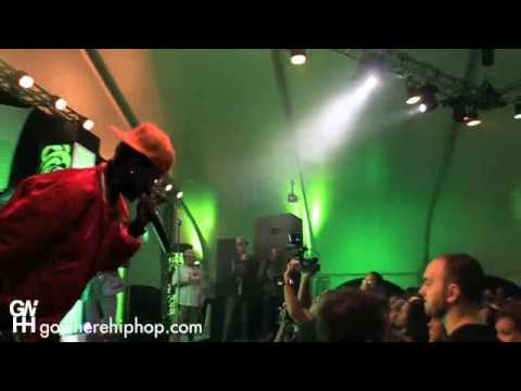 """Big Sean """"Way Out"""" f/ Mr. Hudson LIVE in Chicago"""