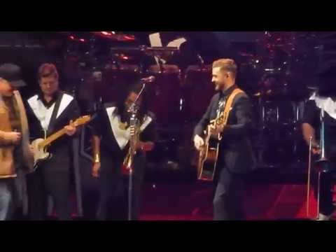 Justin Timberlake - Friends In Low Places w/Garth Brooks