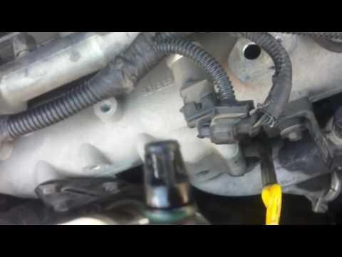 Чистка датчика температуры впускного коллектора   Cleaning Air Temperature Sensor Chrysler Voyager