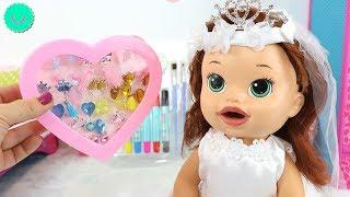 Sara se viste de Boda - Muñecas Baby Alive juegos de disfraces para niñas thumbnail
