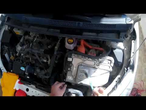 Toyota Aqua/Prius C Engine Dry Wash/Detailing without a wate