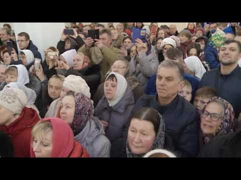 Патриарх Кирилл совершил чин великого освящения храма святого князя Александра Невского.