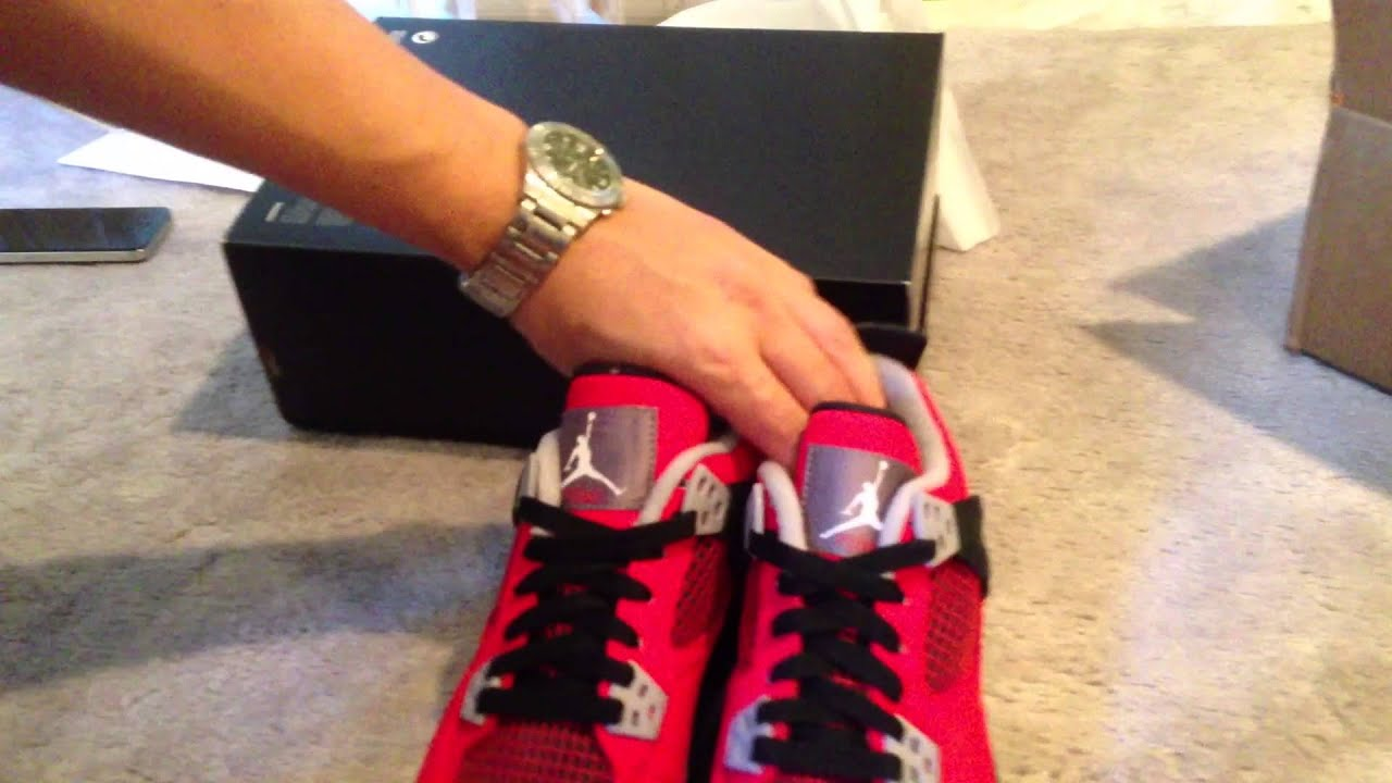 92ffb5bb09e8c5 Air Jordan 4 Retro (Toro Red) Kids   Air Jordan 1 Retro  89 (2013) Unboxing