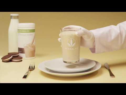 Протеиновый коктейль Формула 1  - сбалансированная еда в стакане со вкусом шоколадного печенья.