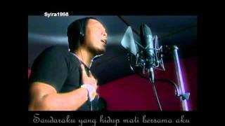 Repeat youtube video Filsuf feat Erna - Takhta M/V (Lyrics)