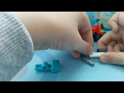 Открываем новогодни подарок  LEGO