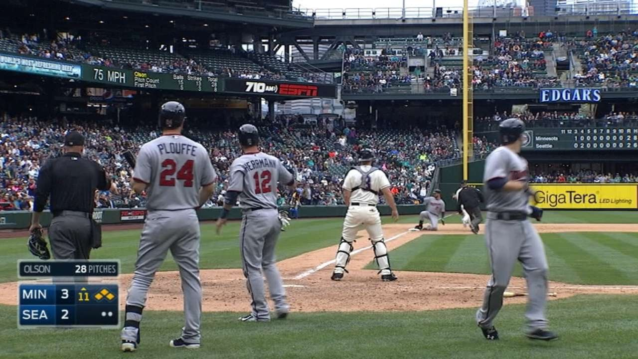 4/26/15: Mauer's triple sinks Mariners in extras - YouTube