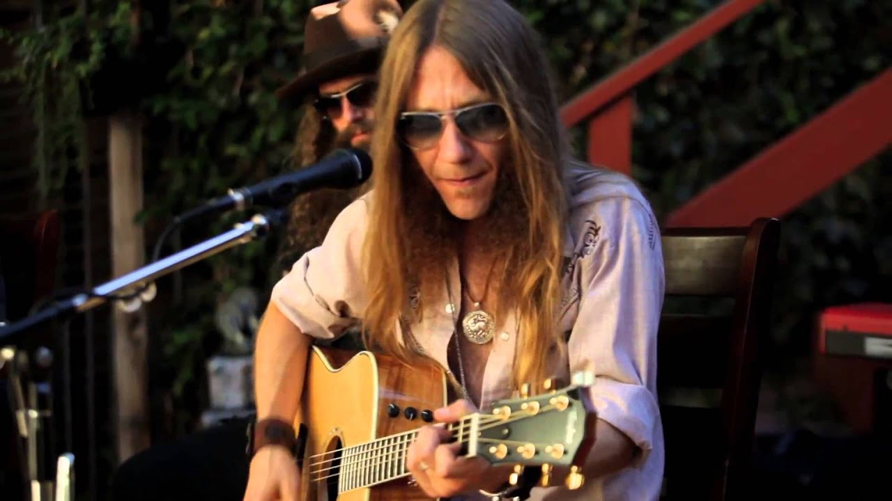 BLACKBERRY SMOKE One Horse Town - In The Back yard. - YouTube