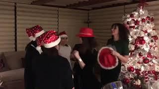 زوجة عاصي الحلاني ترقص مع عاملات منزلها في الكريسماس