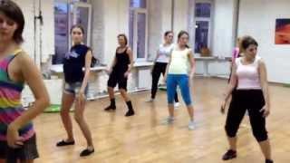 Booty-dance lesson: Katia Shoshina's Students twerking