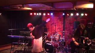 """横浜ライブバー、音小屋! meguライブの模様です。バックでギター弾かさせて頂きました。 """"ずっと憧れだった"""" 大好きな曲です。"""