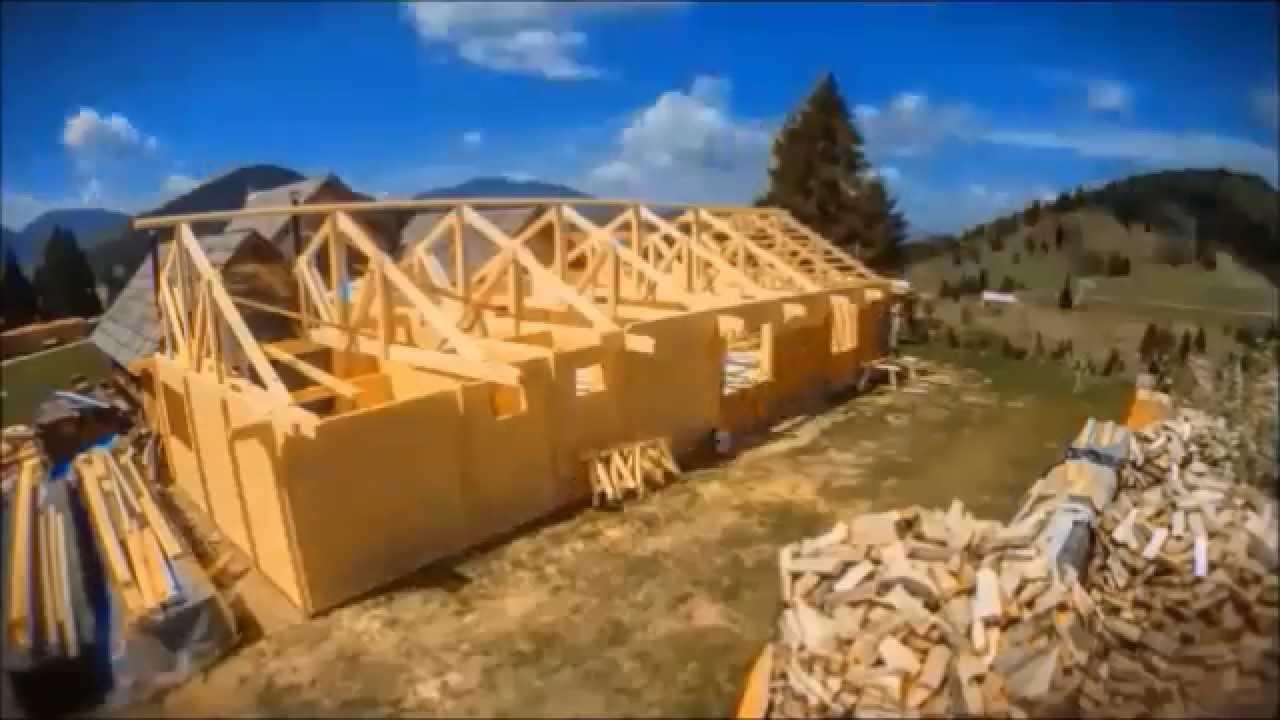 Construction d'une maison en bois par Transylvanie Habitat - YouTube
