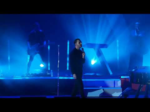 Hurts - Something I Need to Know(Live in...