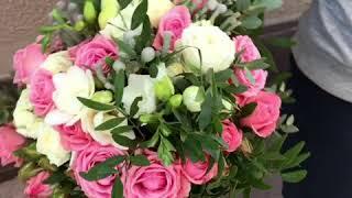 букет невесты из кустовой розы с фрейзией