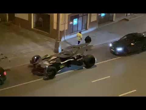Бэтмобиль задержали мусора в Москве